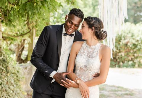 couple de jeune marié, mixte